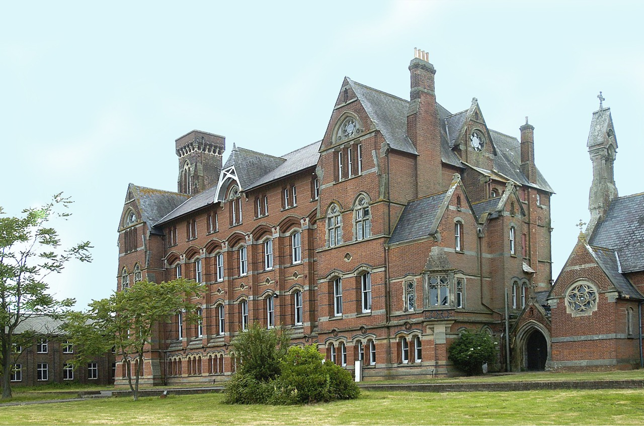 Girls Boarding School - Mayfield School